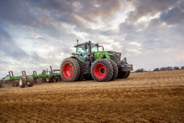 Fendt 900 Vario Tractor in farm field