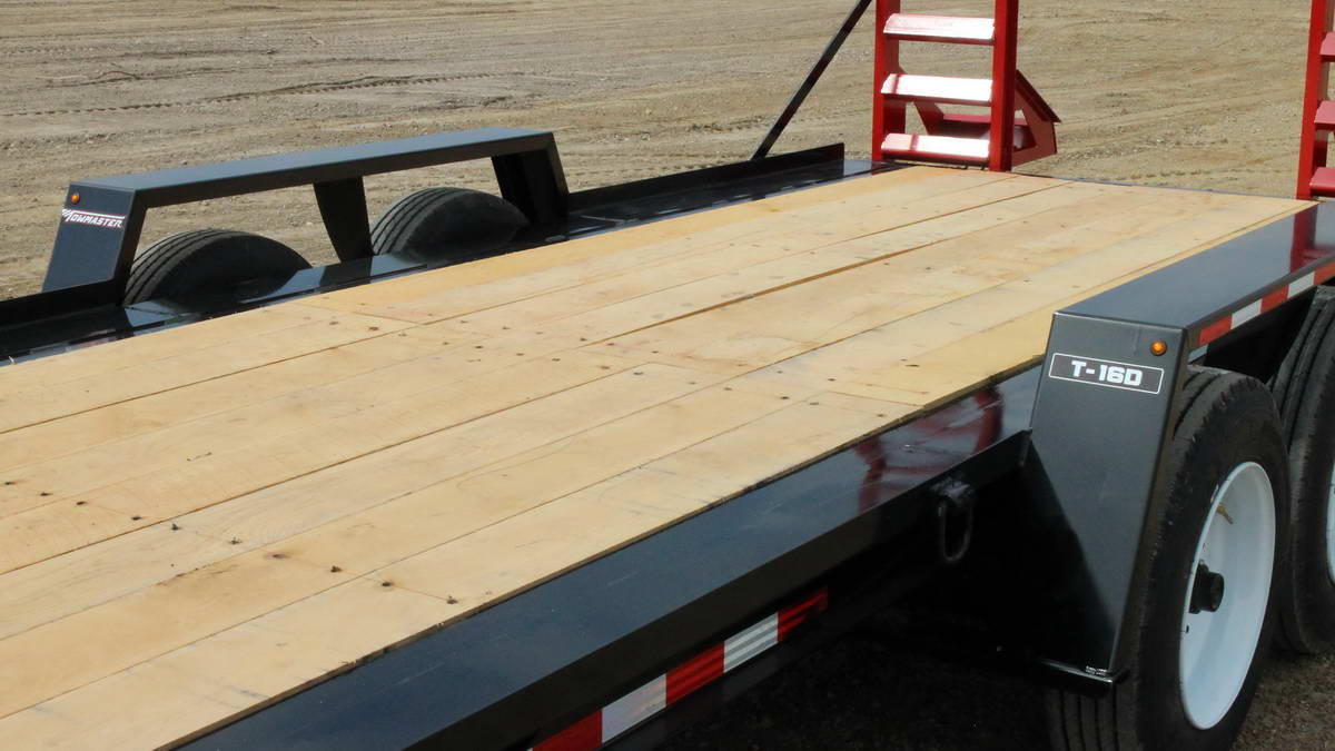 the bed of a towmaster trailer