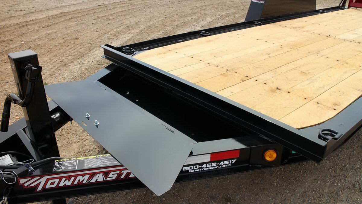 close up of the bed of a towmaster trailer