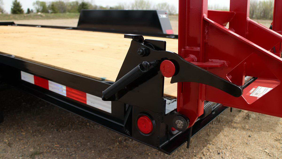 close up of a red and black towmaster trailer