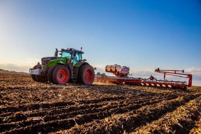 Fendt Tractor and White Planters